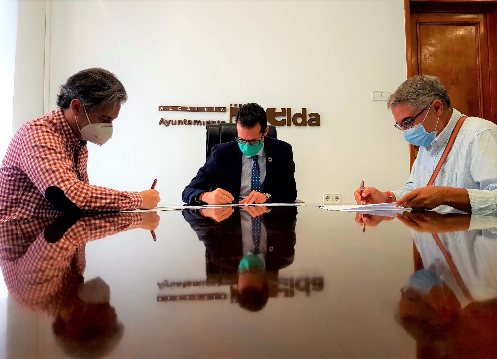 El Ayuntamiento de Elda firma el convenio de colaboración con el CBM Elda Prestigio