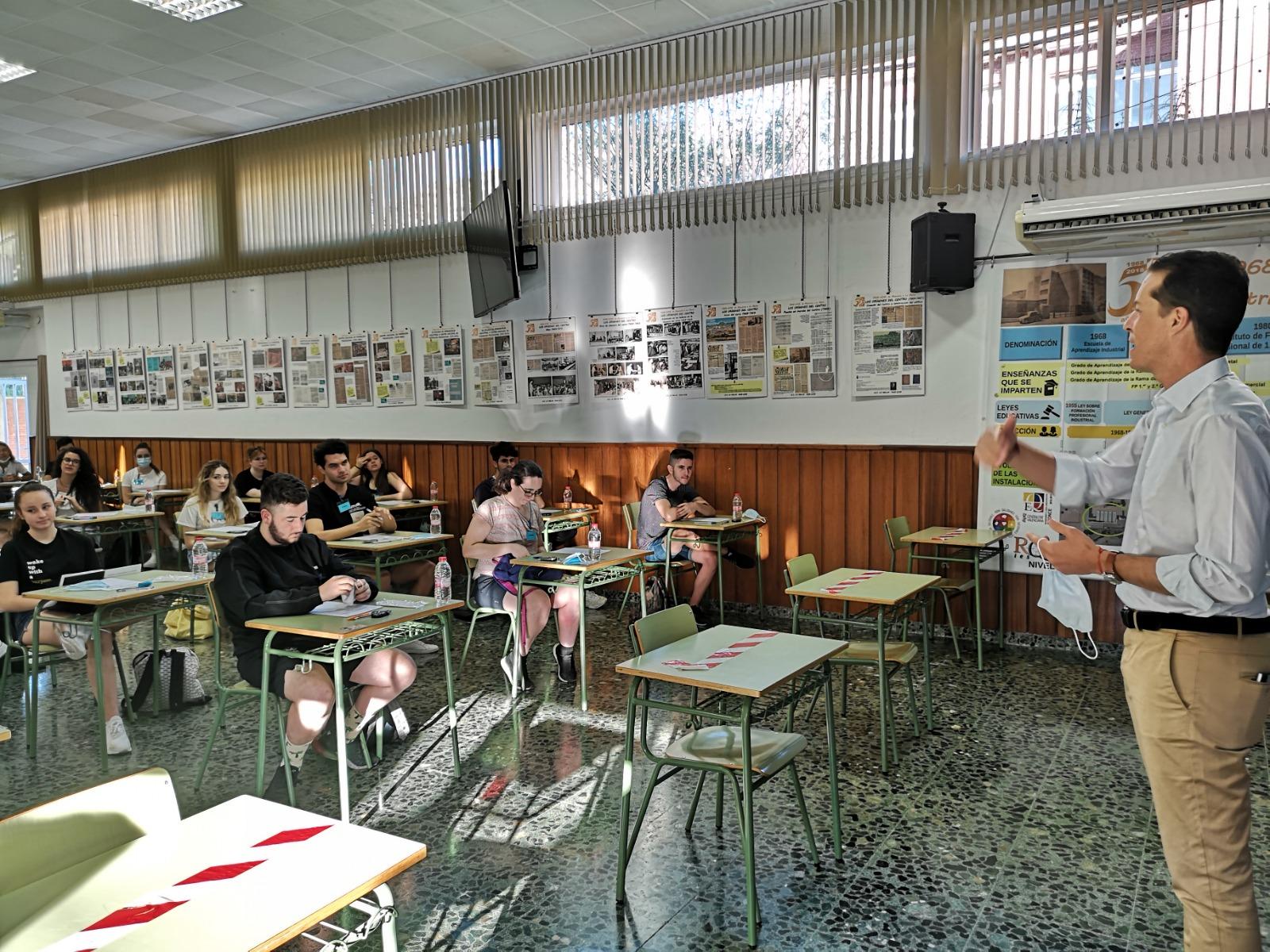 Más de 300 estudiantes de Elda han iniciado hoy las Pruebas de Acceso a la Universidad en cinco centros educativos de la ciudad