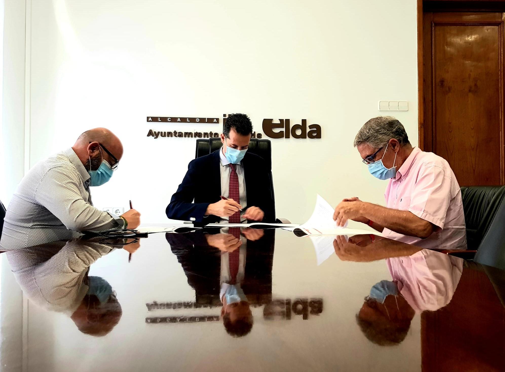 El Ayuntamiento de Elda firma el convenio de colaboración con el C.D. Eldense que incluye una subvención de 50.000 euros