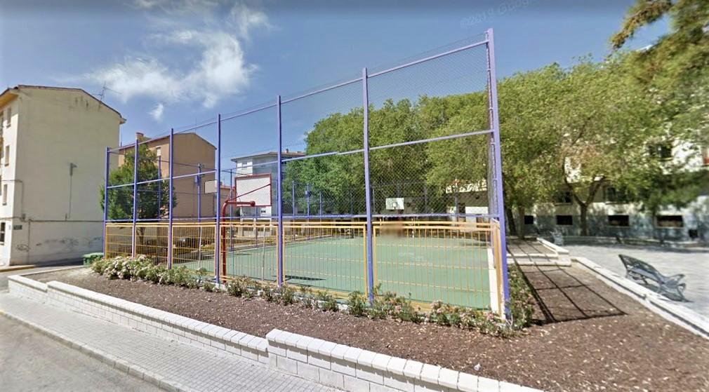 El Ayuntamiento de Elda invierte más de 18.000 euros en la remodelación de la pista multideportiva de la calle Plutón