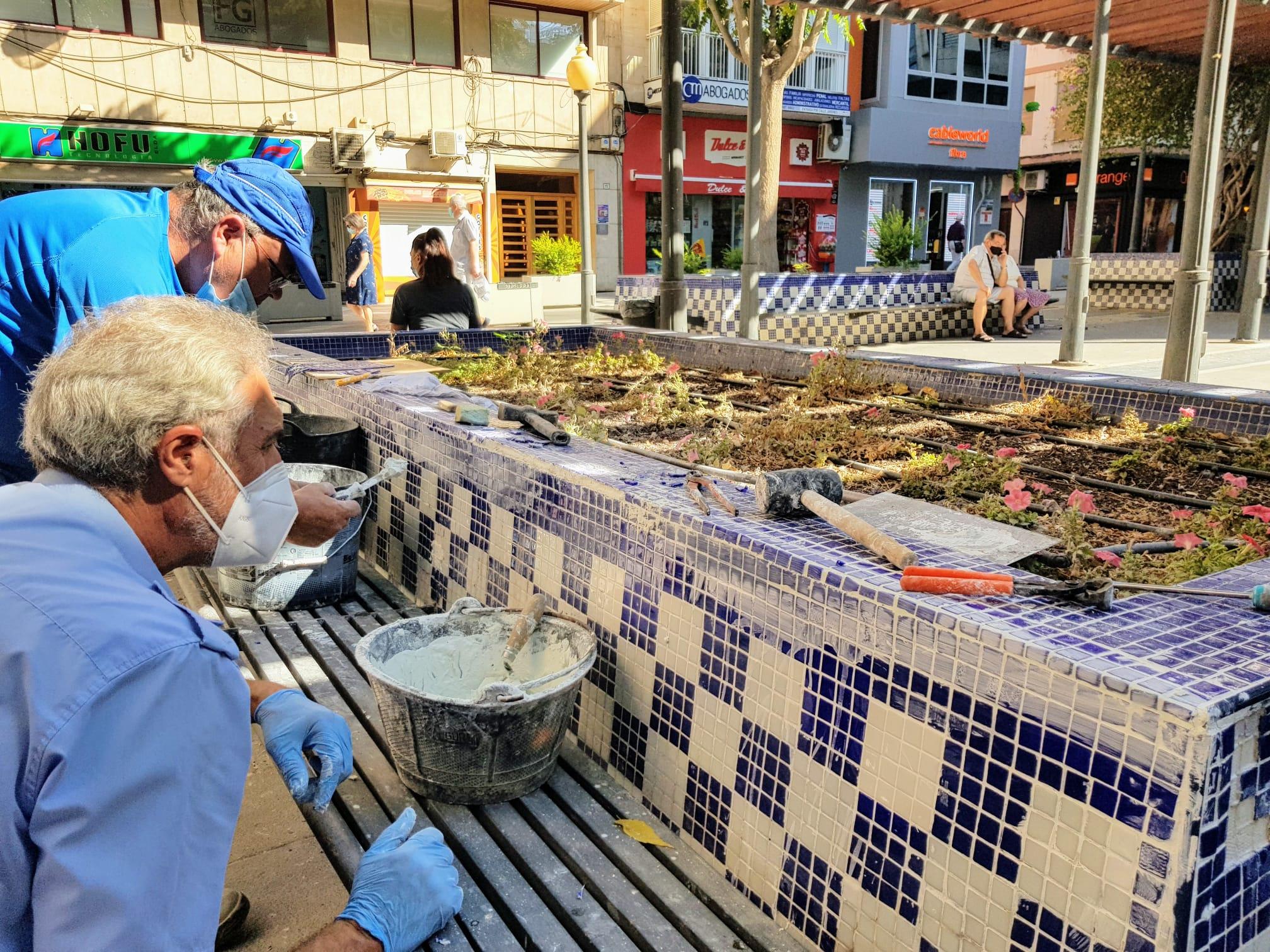 El Ayuntamiento de Elda repara los desperfectos de la Plaza Sagasta