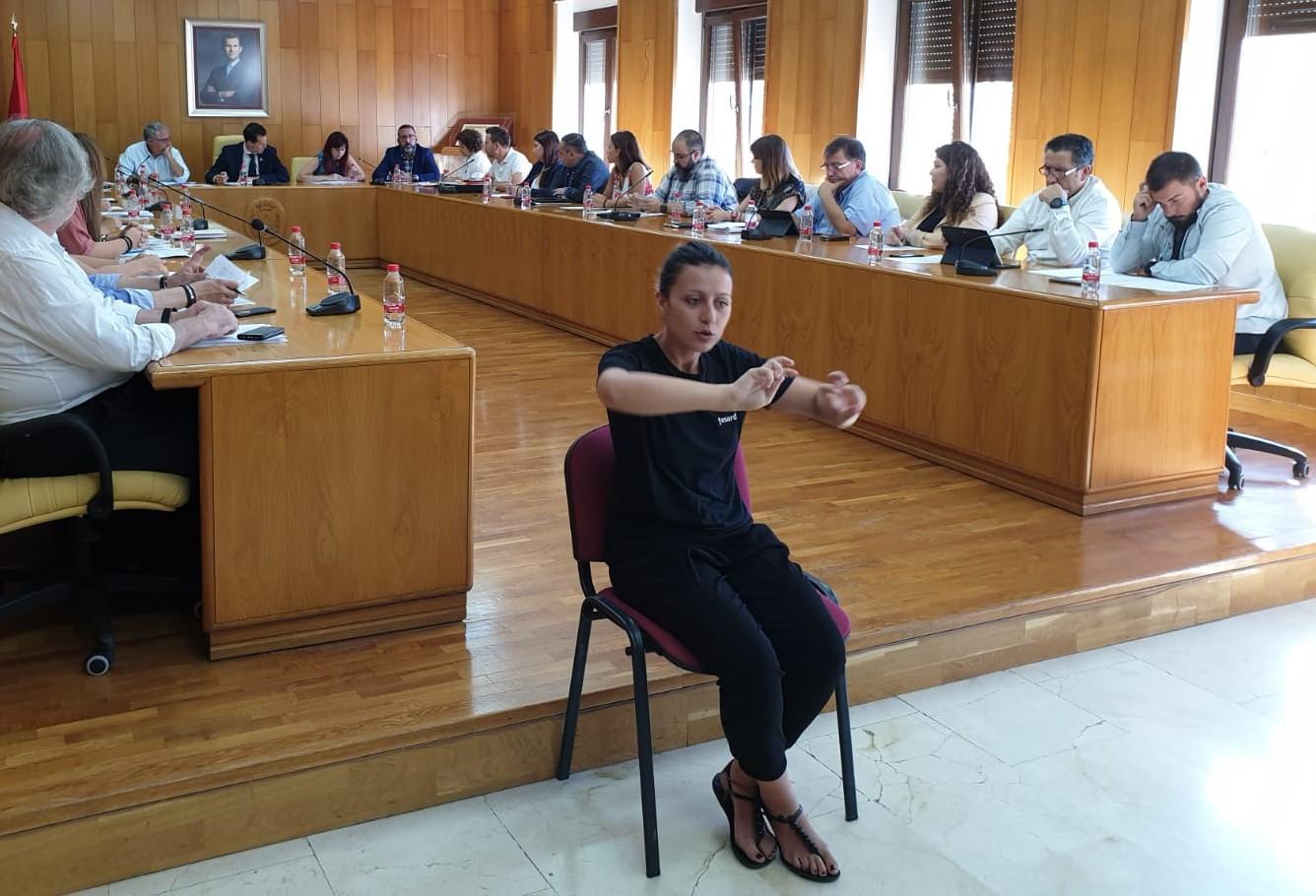 El Ayuntamiento de Elda pone en marcha un curso de lengua de signos dirigido a toda la ciudadanía para impulsar la inclusión