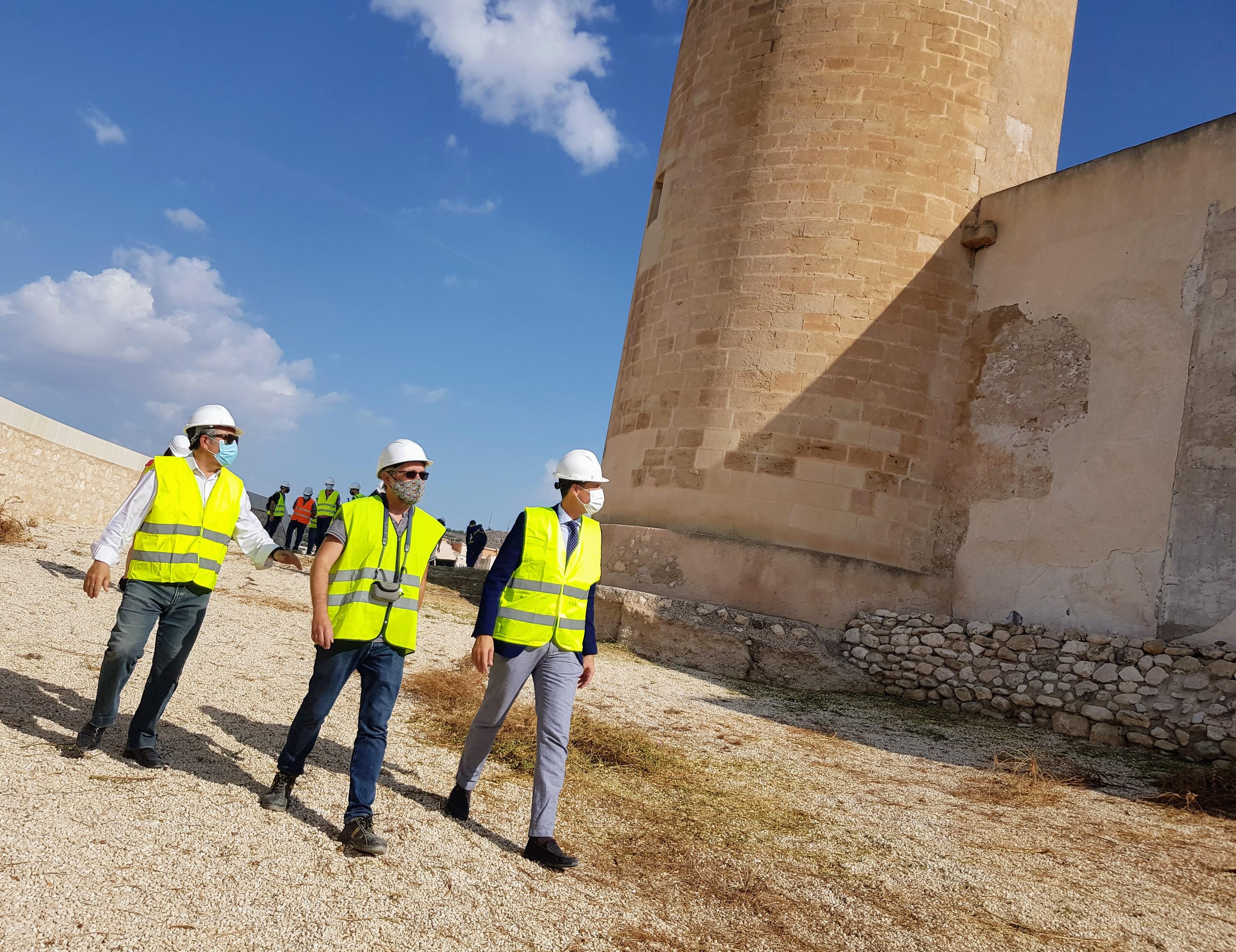 El Ayuntamiento de Elda reinicia los trabajos de rehabilitación del Castillo y adjudica las obras de recuperación de la puerta del antemural