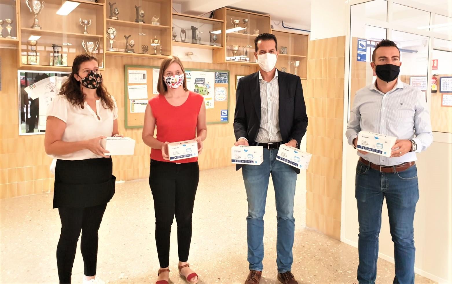 El Ayuntamiento de Elda comienza la distribución de 14.000 mascarillas en 22 centros educativos de la ciudad