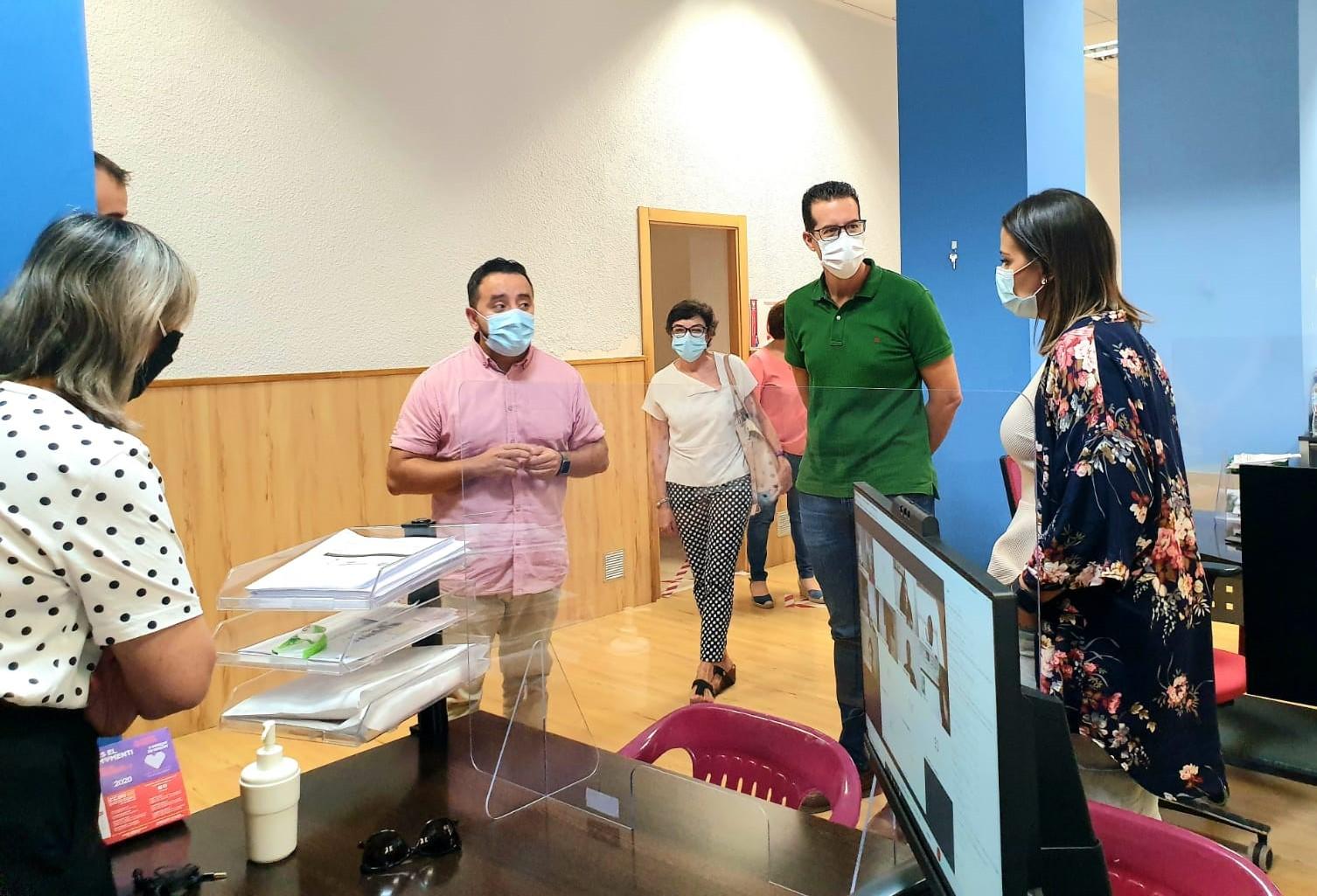 El secretario autonómico de Transparencia y Participación visita la Oficina Prop ubicada en el Ayuntamiento de Elda