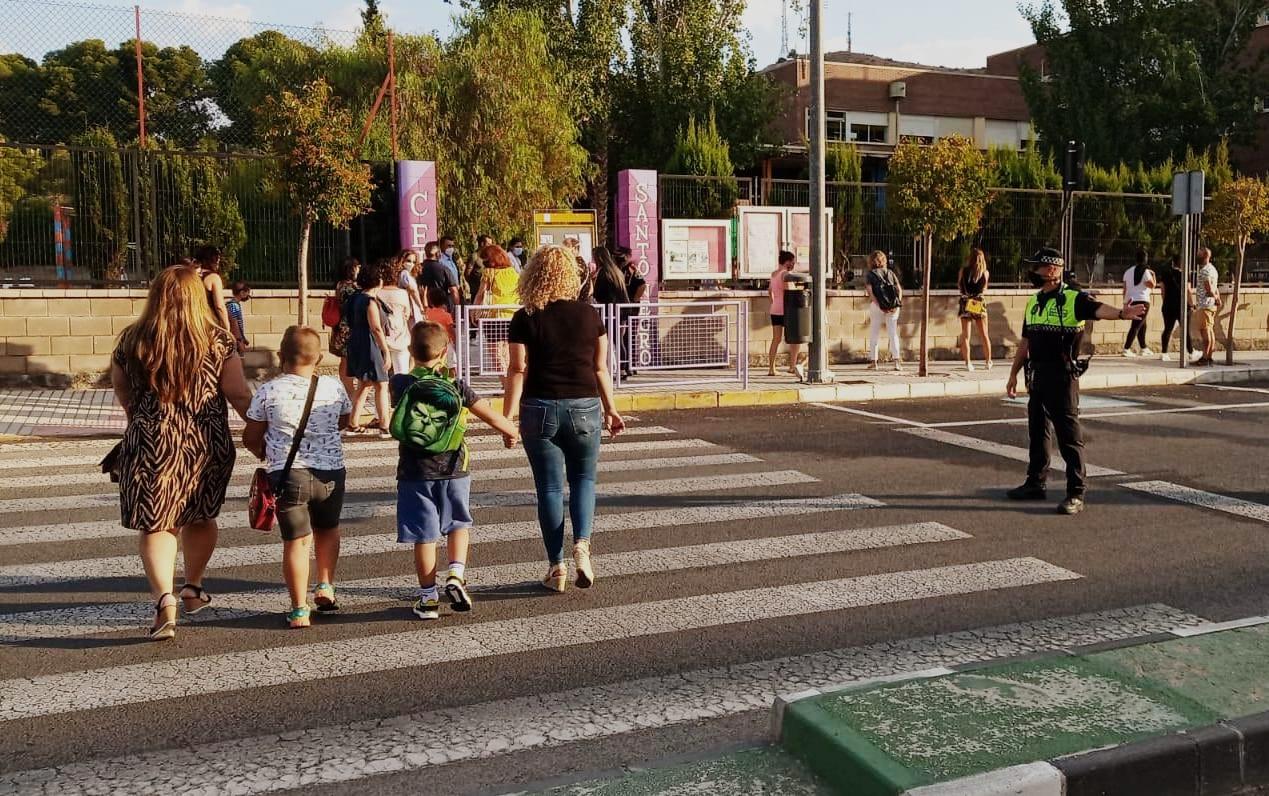 El Ayuntamiento de Elda repartirá 14.000 mascarillas que el Gobierno ha preparado para  centros educativos y ONG de la ciudad