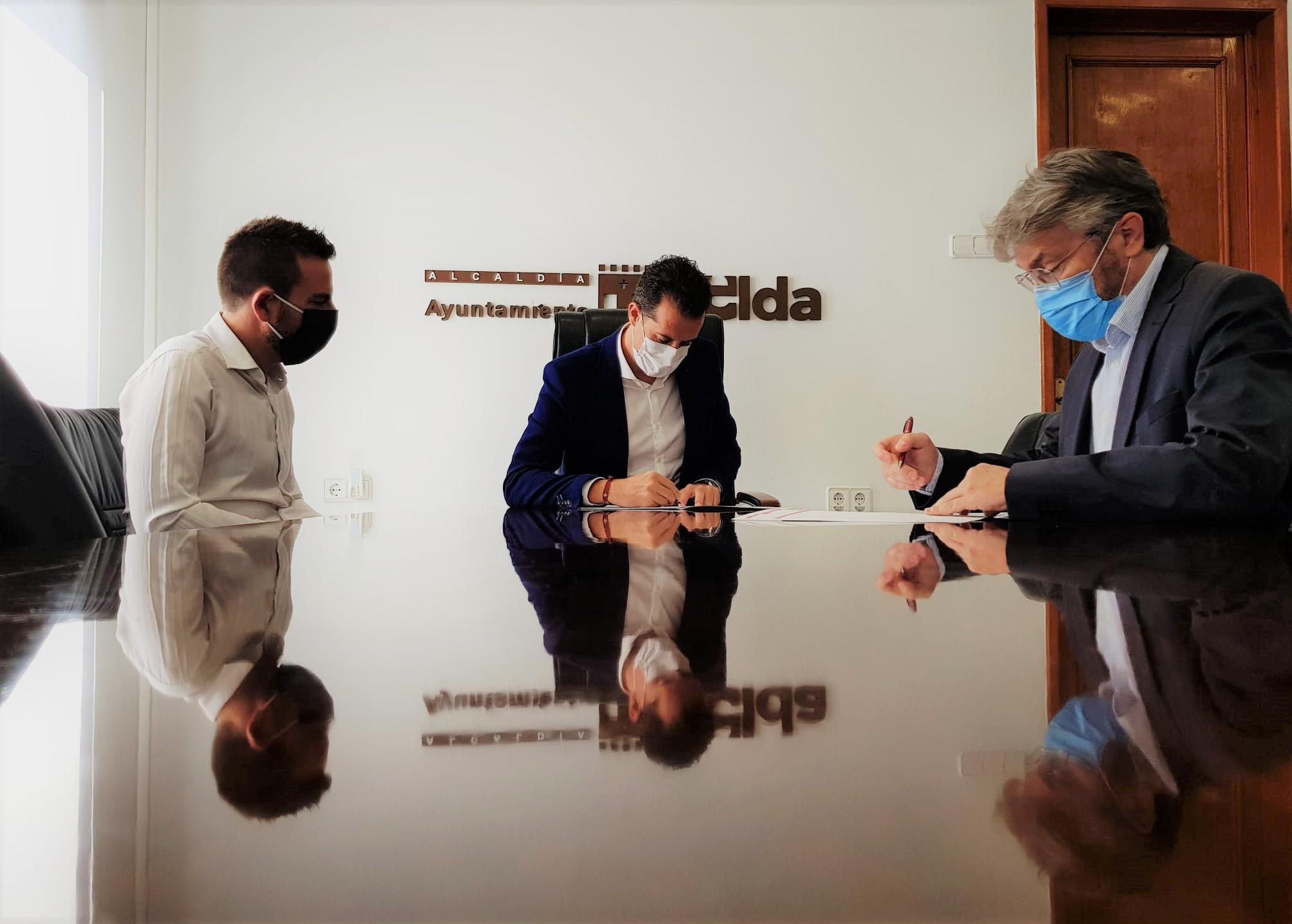 El Ayuntamiento de Elda firma la renovación del convenio de colaboración con el Centro Excursionista Eldense