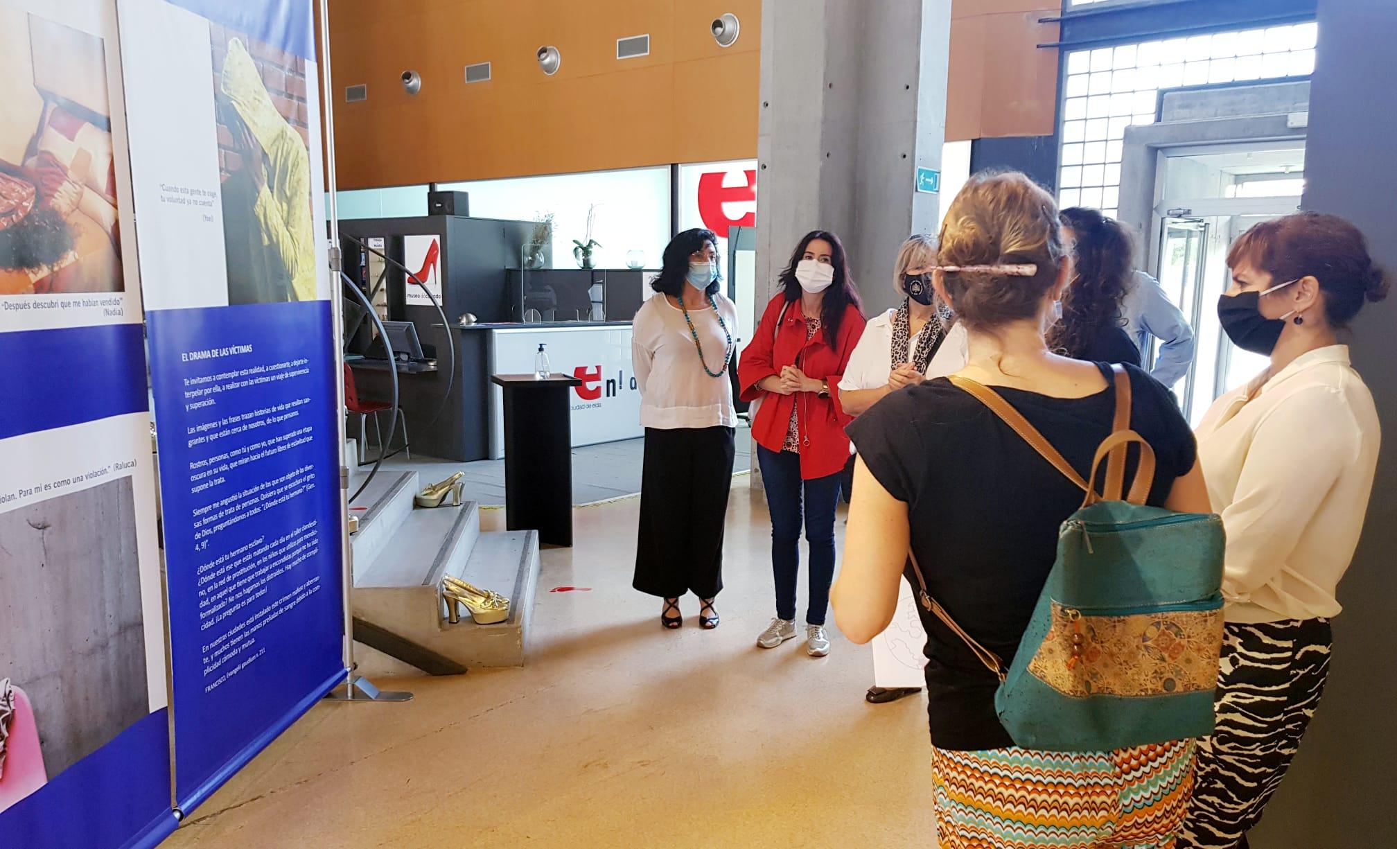 El Museo del Calzado acoge una exposición fotográfica sobre el drama de la trata de mujeres