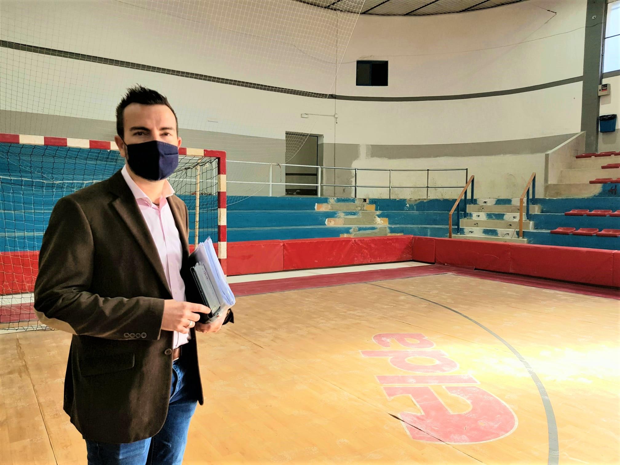 La Concejalía de Deportes mejora la pista, los accesos y la seguridad de los deportistas en el Pabellón Juan Carlos Verdú
