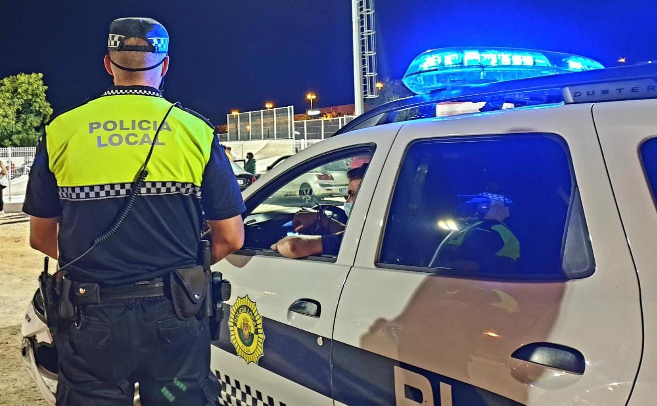 La Policía Local de Elda desmantela dos fiestas ilegales con 33 personas en las que no se cumplían las medidas de seguridad y sanciona a once personas por no hacer uso de mascarilla