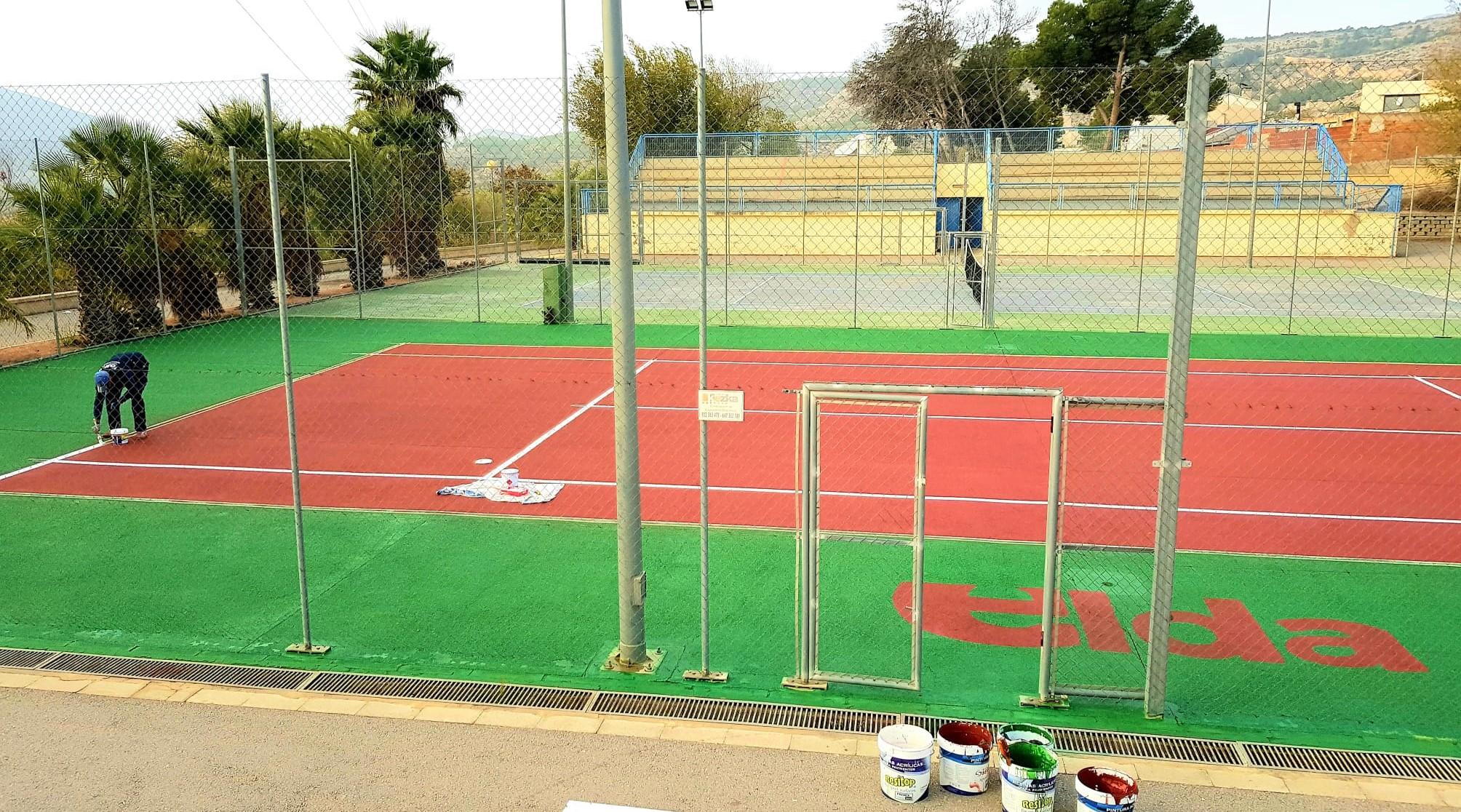 La Concejalía de Deportes remodela las pistas de tenis del Complejo Deportivo de San Crispín