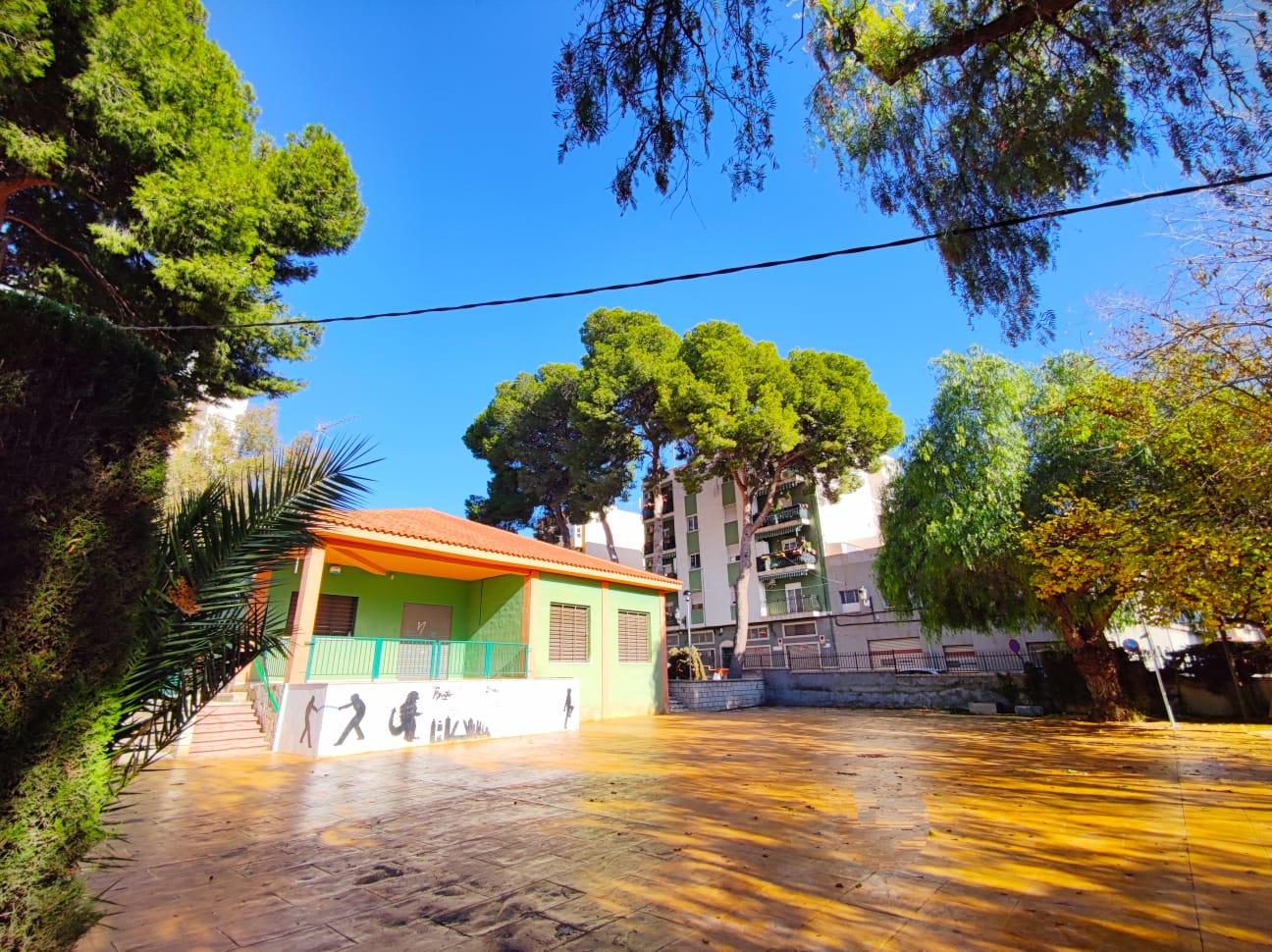 El Ayuntamiento de Elda finaliza las obras de remodelación de la zona exterior del Centro Social Estación 4 Zonas