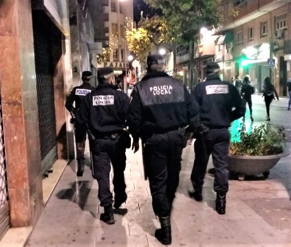 La Policía Local de Elda levanta 27 actas de sanción por infracciones relacionadas con el confinamiento y las medidas de seguridad durante los primeros días de Navidad