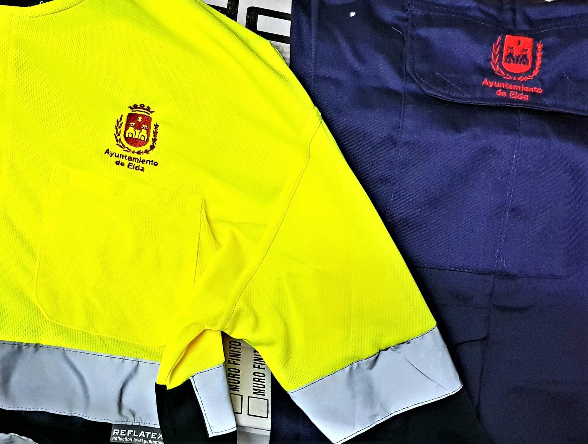 El Ayuntamiento de Elda adjudica a una empresa local el suministro del vestuario laboral de la plantilla municipal