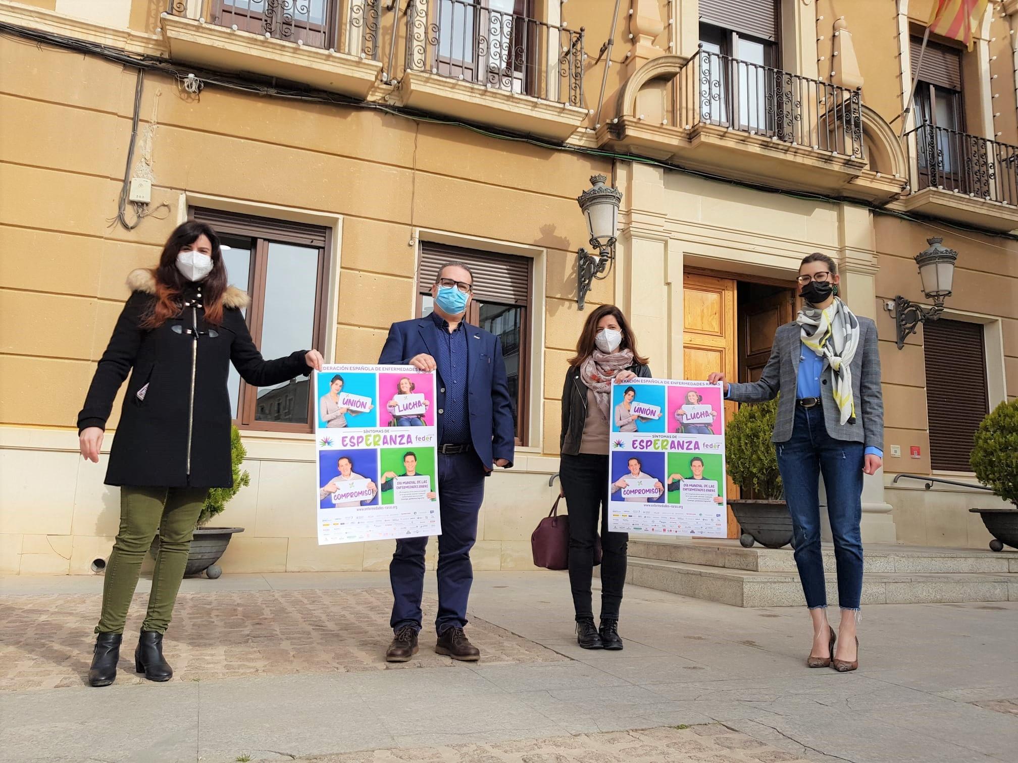 Elda se suma a los actos del Día Mundial de las Enfermedades Raras iluminando de color morado la fachada del Ayuntamiento