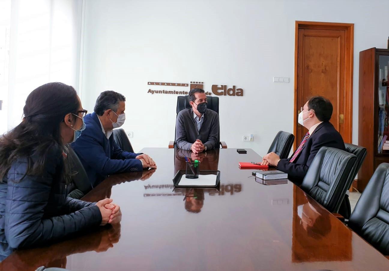 José Ángel Camisón es nombrado nuevo director de la Escuela Universitaria de Relaciones Laborales de Elda