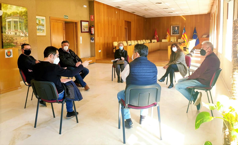 El Ayuntamiento de Elda inicia los contactos con familiares de represaliados por el franquismo para colaborar en la exhumación de los restos de 44 eldenses
