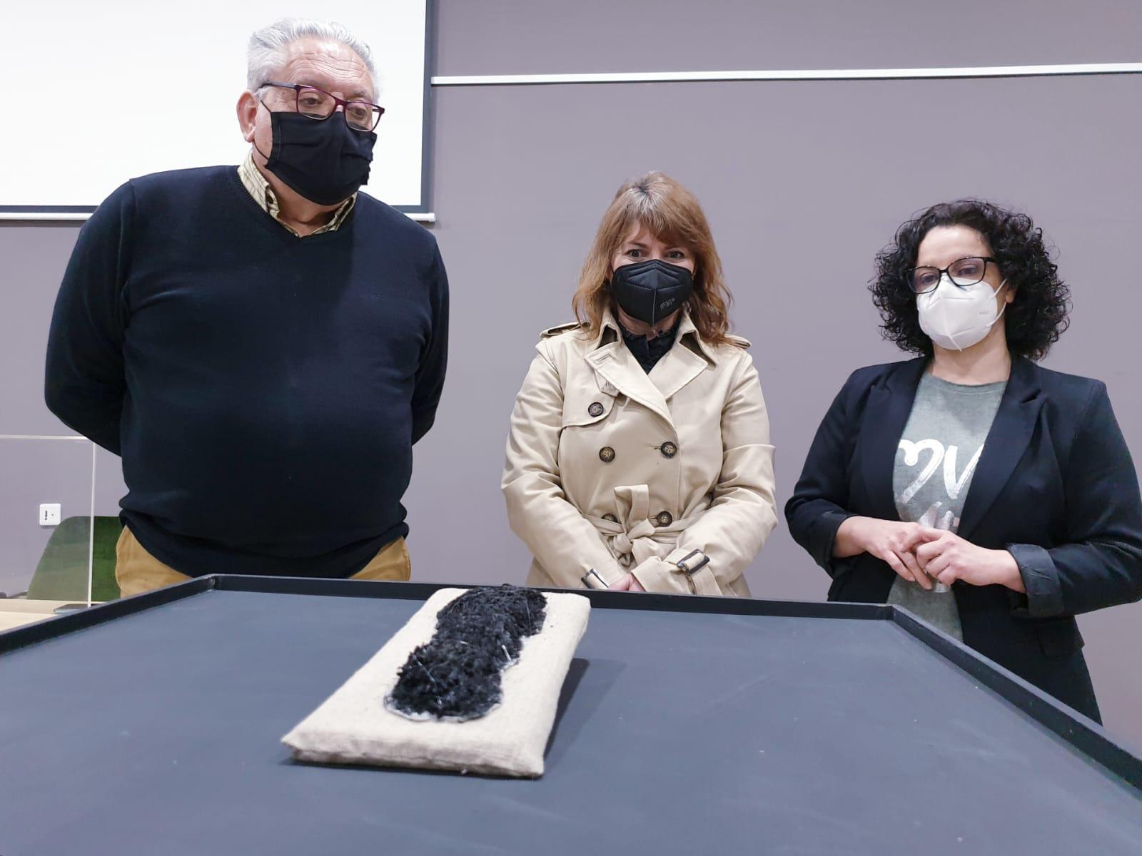 El Museo Arqueológico de Elda restaura una suela de esparto de época romana hallada en los años setenta en el Yacimiento de El Monastil
