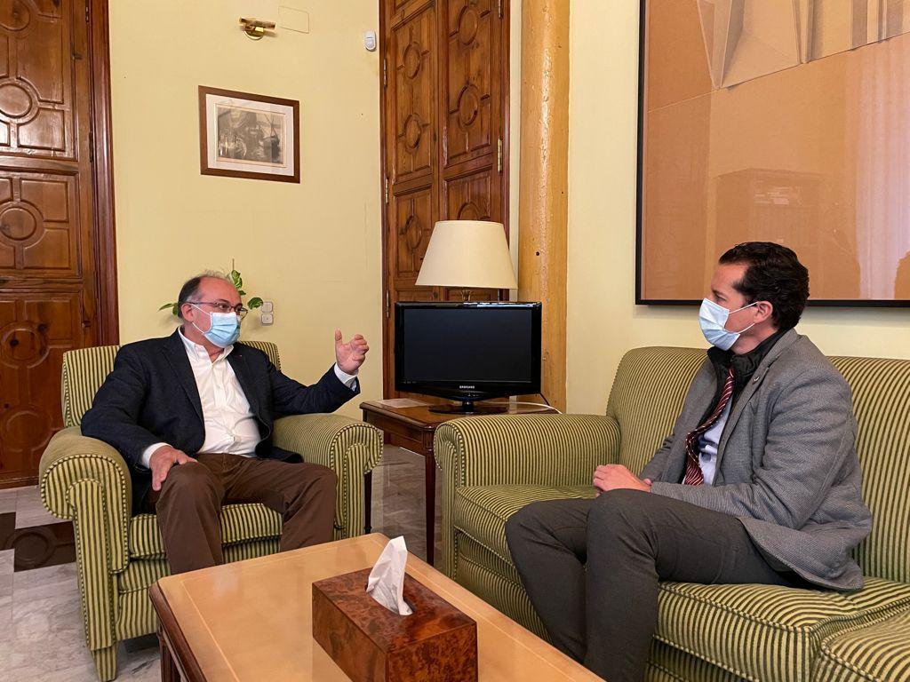 Rubén Alfaro se reúne con el secretario autonómico para la UE para coordinar planes de actuación ante la amenaza de EE UU de subir los aranceles al calzado