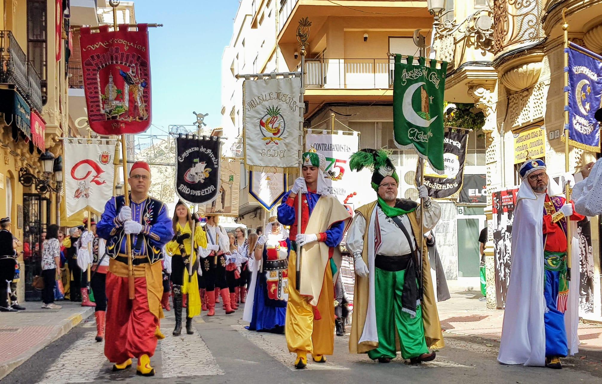 El Ayuntamiento de Elda creará una línea de ayudas para las nueve comparsas de Moros y Cristianos tras la suspensión de las fiestas