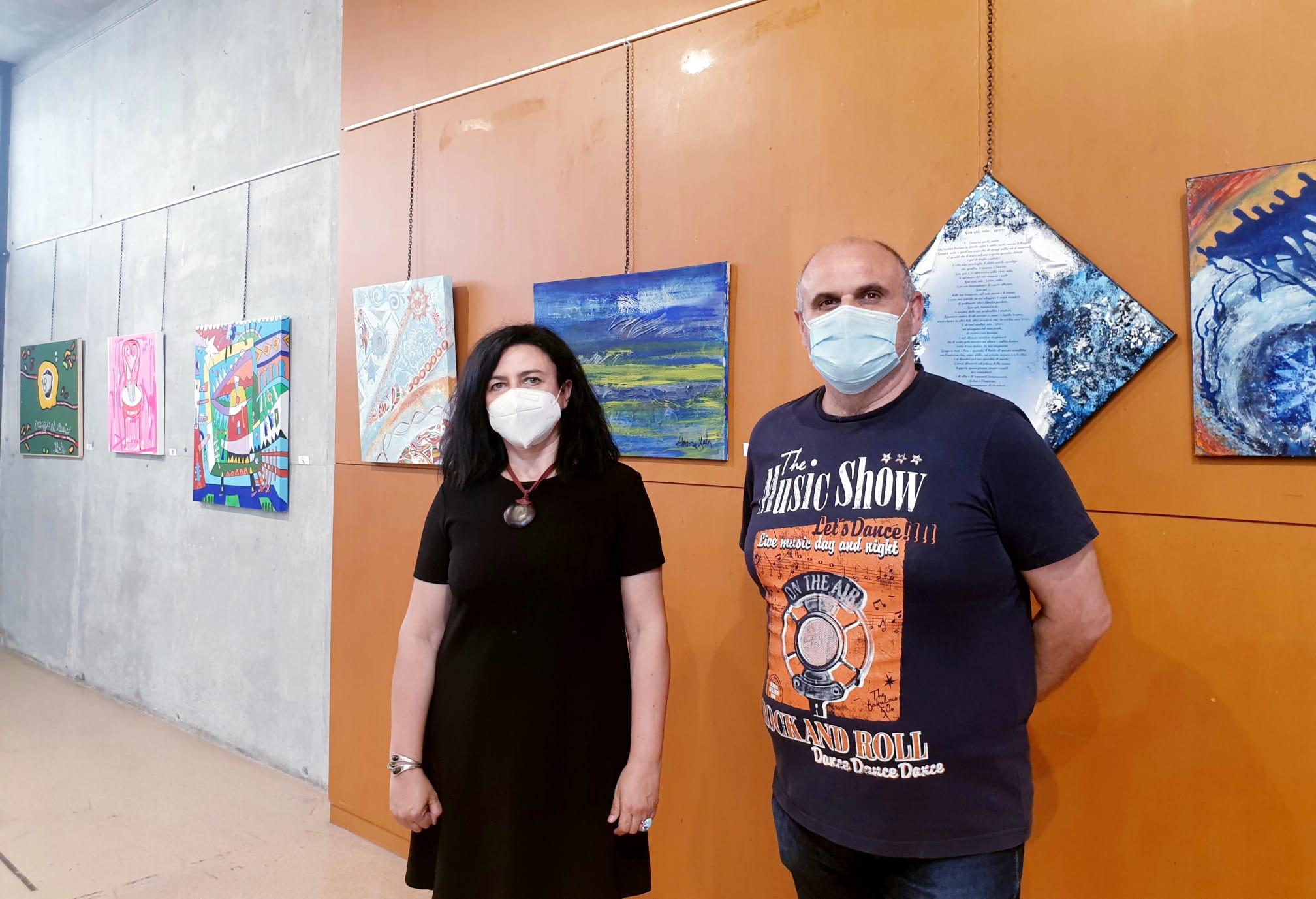 La sala de exposiciones del Museo del Calzado acoge una nueva exposición en la que más de 30 artistas españoles e italianos ofrecen su visión personal sobre el Mediterráneo