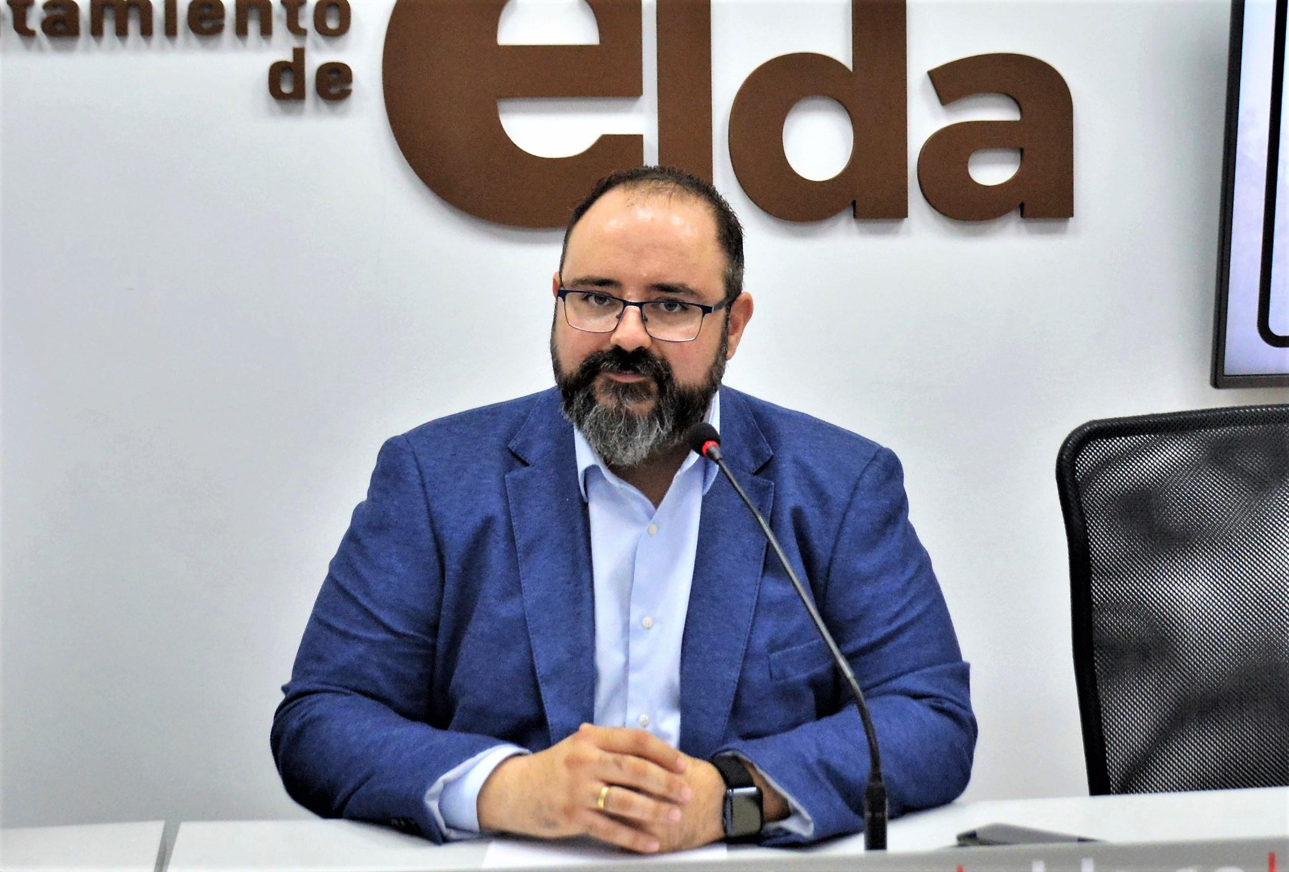 El Ayuntamiento de Elda publica la lista provisional de admitidos a la convocatoria de 16 plazas de auxiliar administrativo con más de 1.000 aspirantes