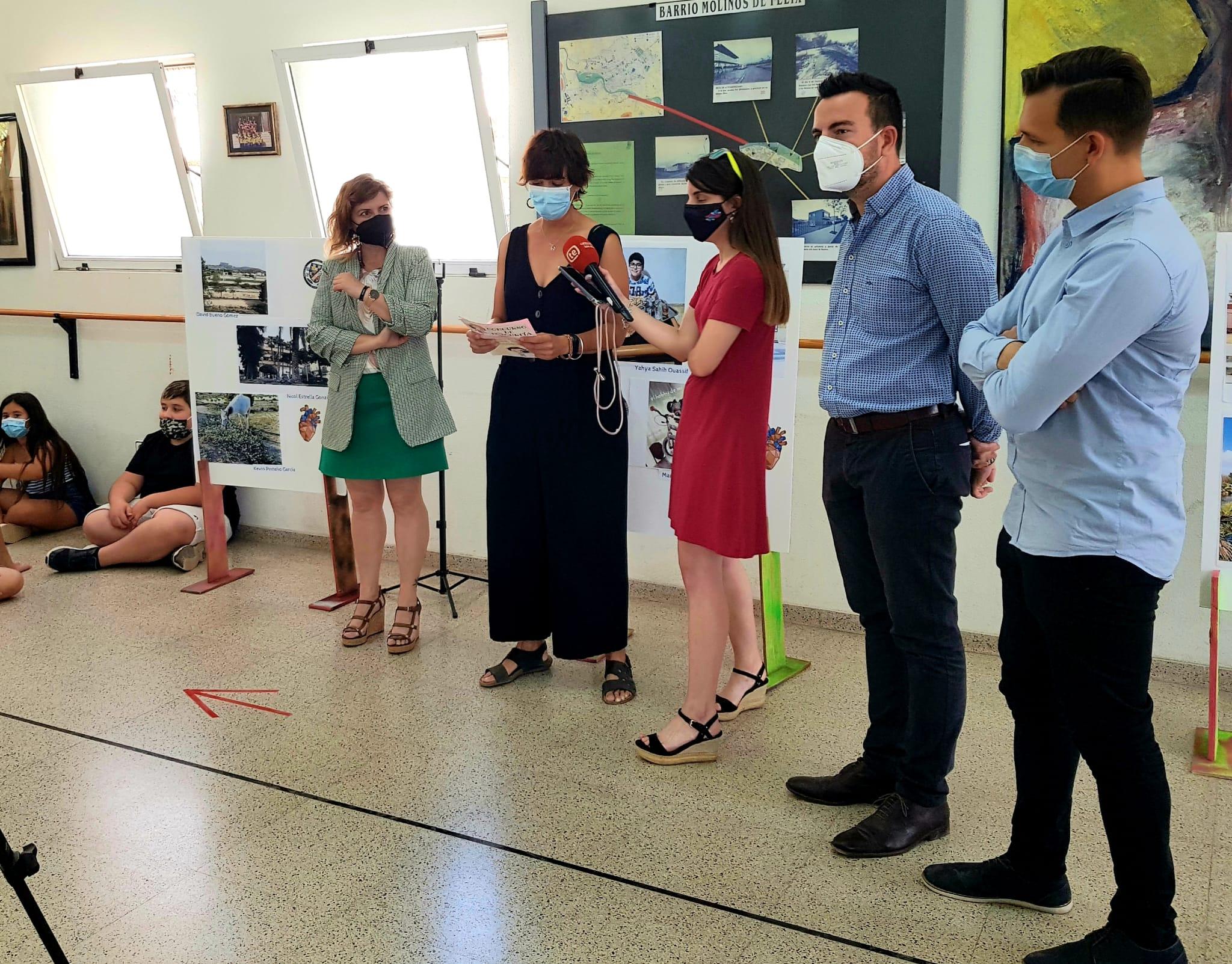 Los alumnos y alumnas del CP Miguel Servet que ha participado en el I Concurso de Fotografía organizado por el centro reciben sus premios