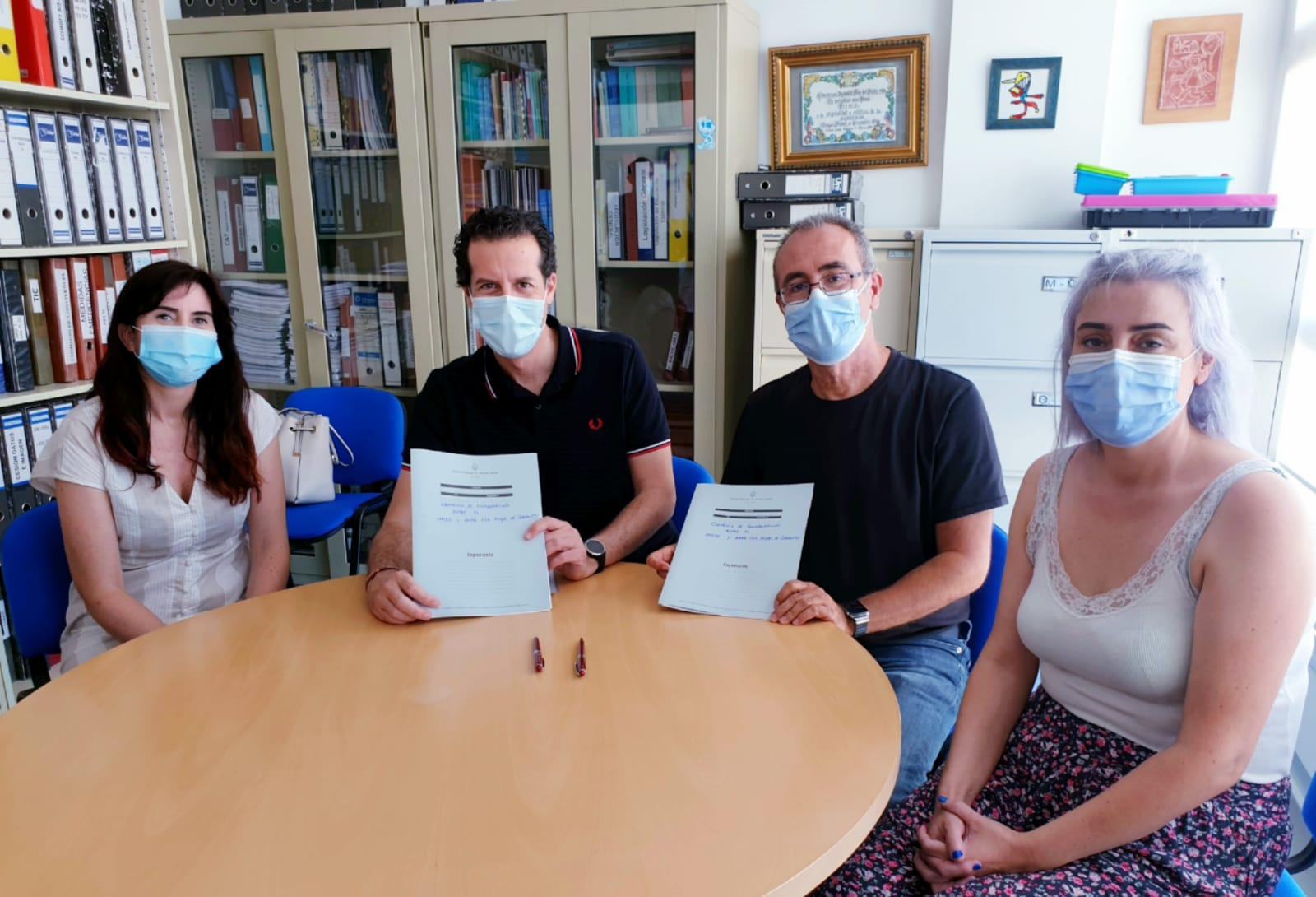 El Ayuntamiento de Elda y la AMPA del CEE Miguel de Cervantes firman el convenio que ha permitido recuperar la Escuela de Verano