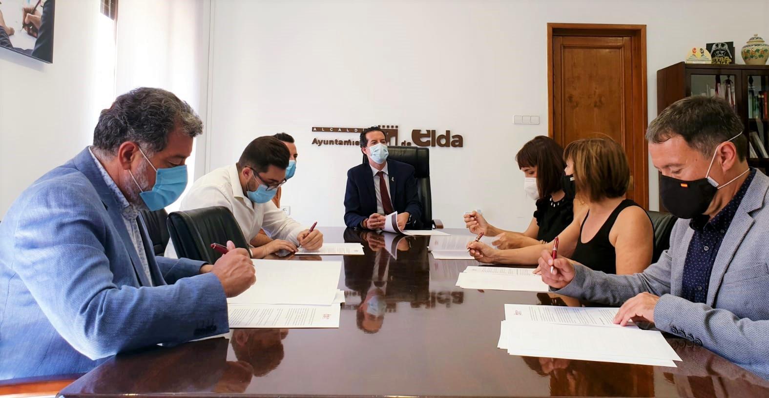 Idelsa, Jovempa y los cuatro centros eldenses de FP firman un convenio de colaboración para conectar la oferta formativa con las empresas