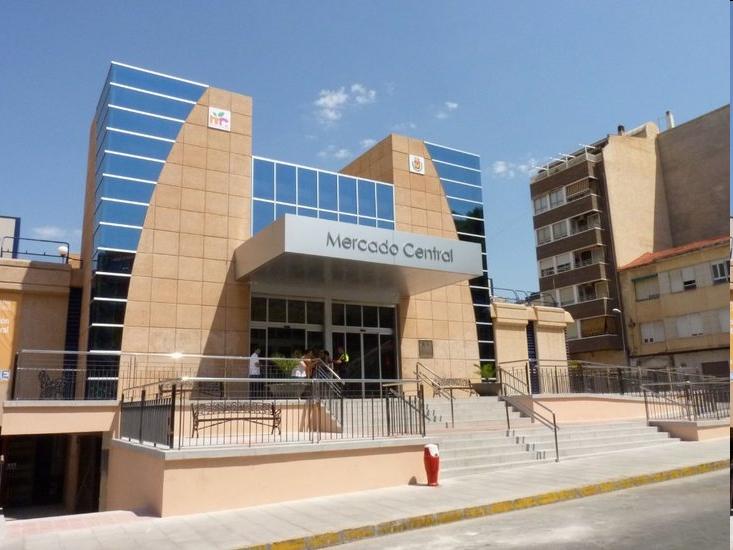 El Ayuntamiento de Elda realiza diferentes mejoras y trabajos de mantenimiento en los dos Mercados Municipales