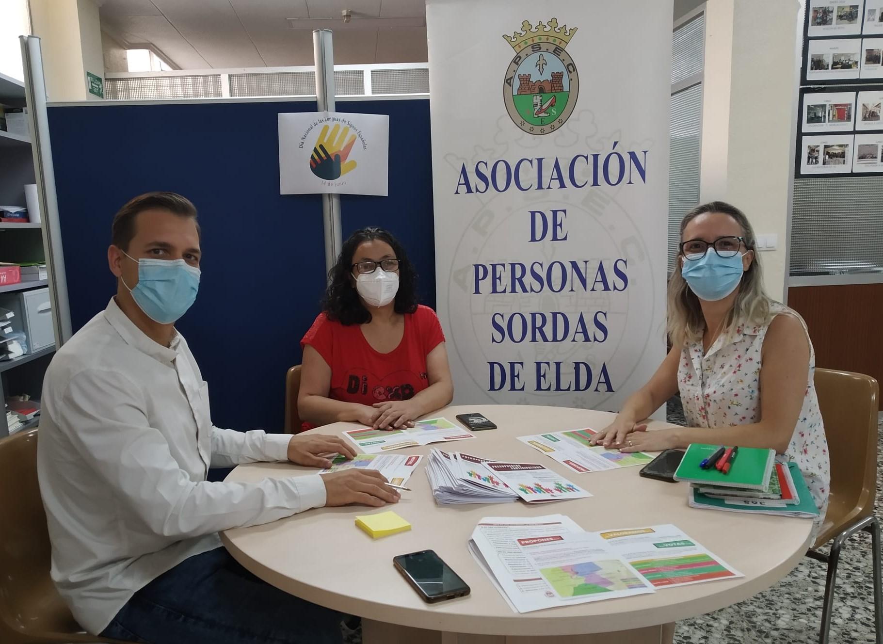 El Ayuntamiento da a conocer los Presupuestos Participativos a representantes de la Asociación de Personas Sordas de Elda y Comarca