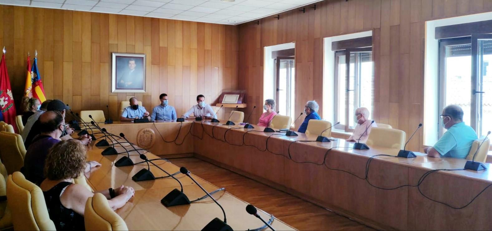 El Ayuntamiento de Elda se reúne con las Asociaciones de Vecinos para trasladarles la propuesta de actividades infantiles en los barrios durante las Fiestas Mayores