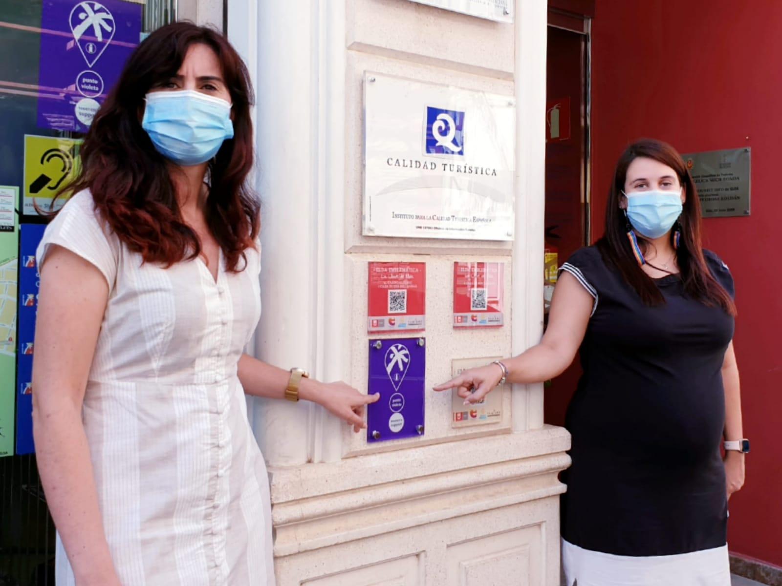 La Oficina de Turismo de Elda se incorpora a la red de Puntos Violetas Turísticos impulsados por la Generalitat para atender de manera inmediata a las víctimas de violencia sexista