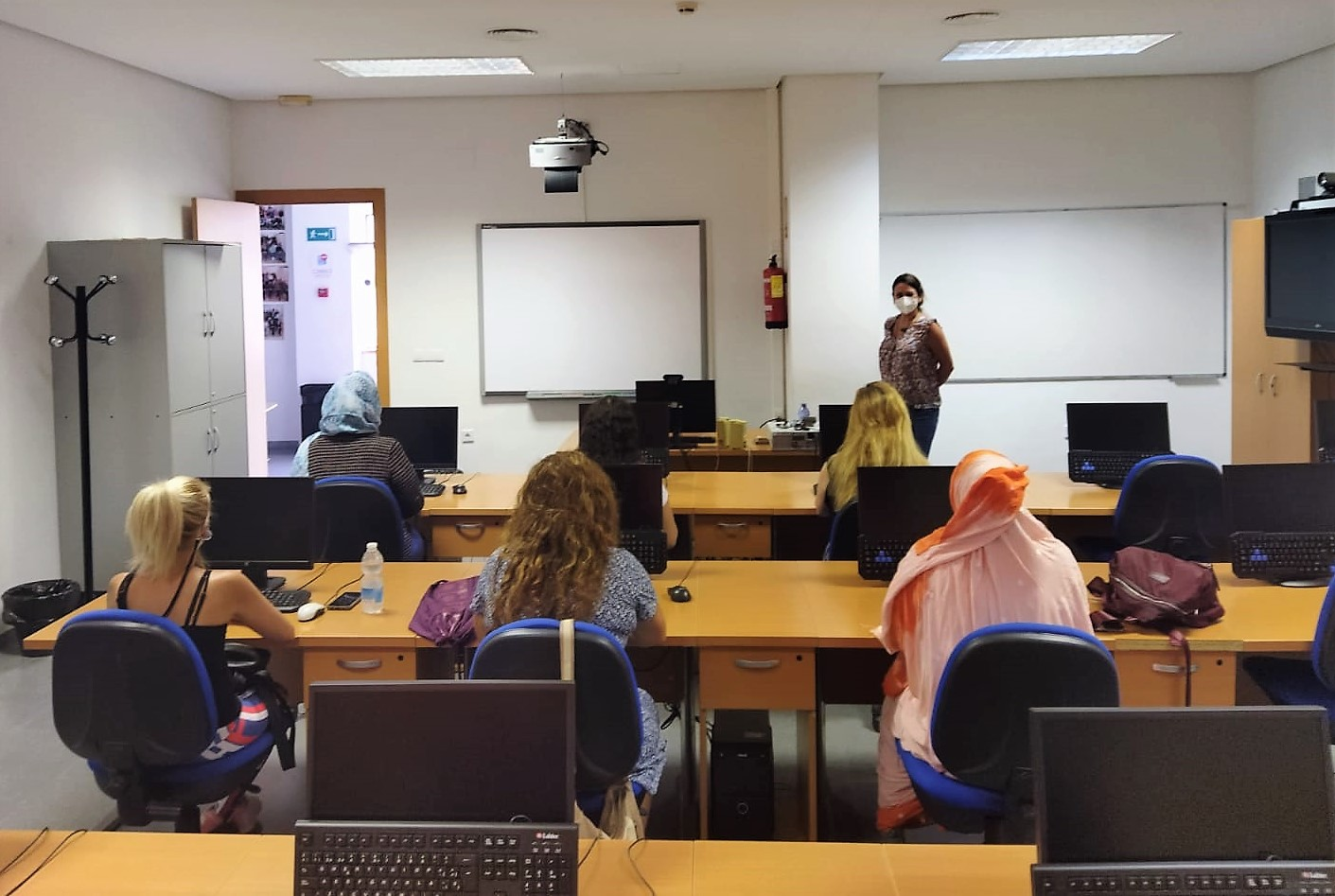 El Ayuntamiento de Elda pone en marcha un programa formativo para facilitar la inserción laboral a mujeres de Elda en riesgo de exclusión